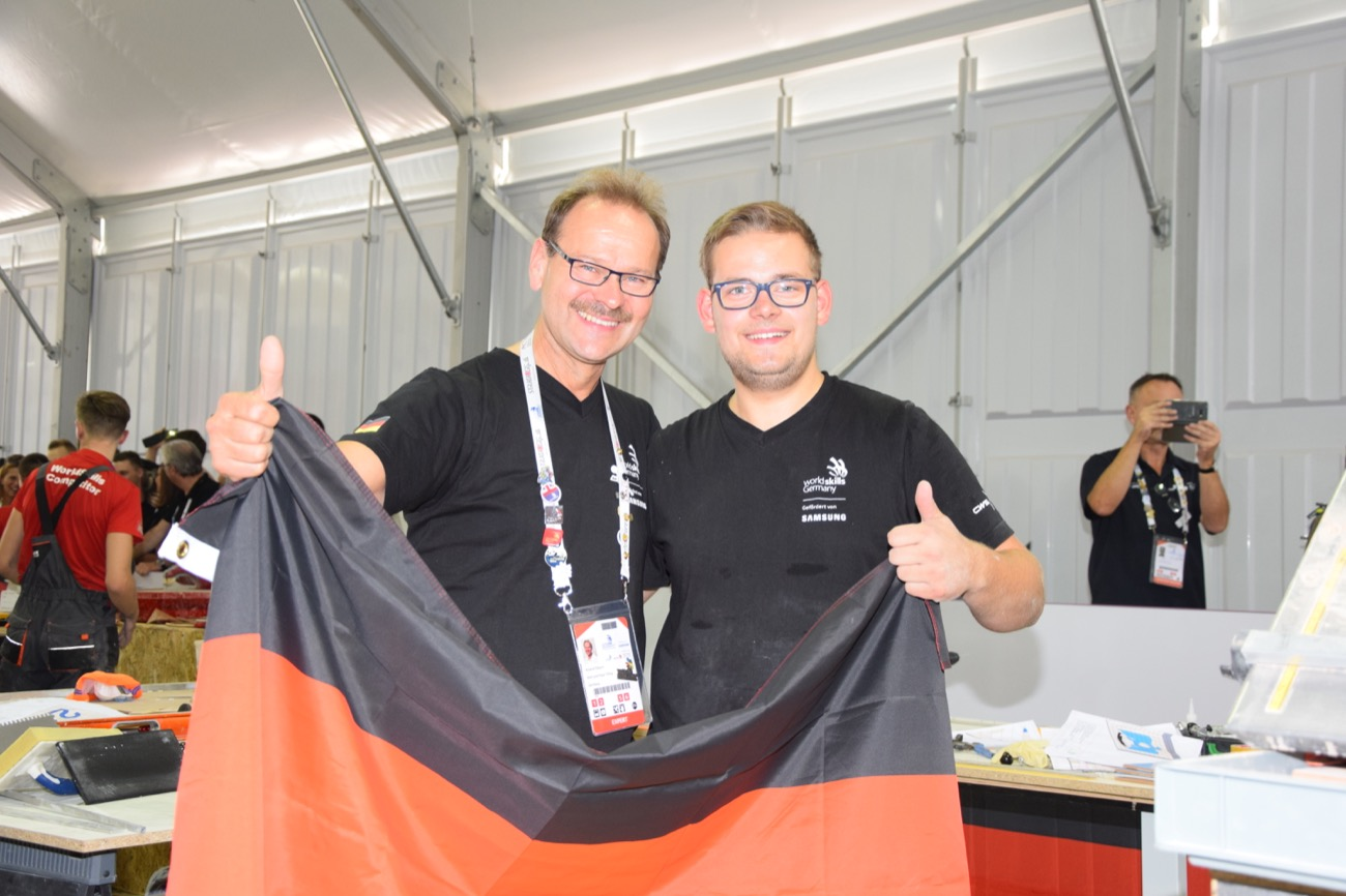 deutscher fliesenleger bei worldskills 2017 in abu dhabi. Black Bedroom Furniture Sets. Home Design Ideas