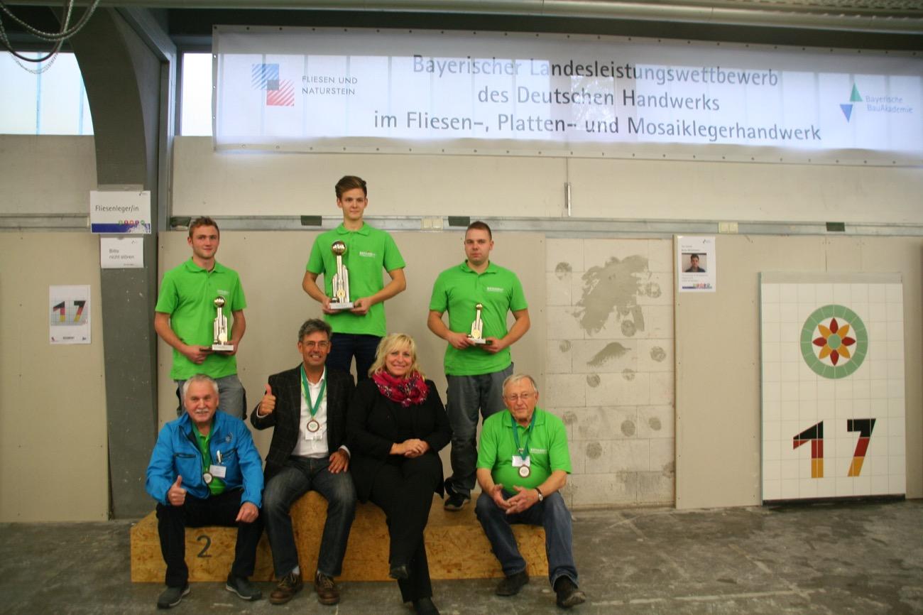 Die Gewinner Der Bayerischen Meisterschaft 2017 Der Fliesen , Platten  Und  Mosaikleger (von Links) 2. Platz: Adrian Linzmaier 1. Platz: Toni Strauß  Und 3.