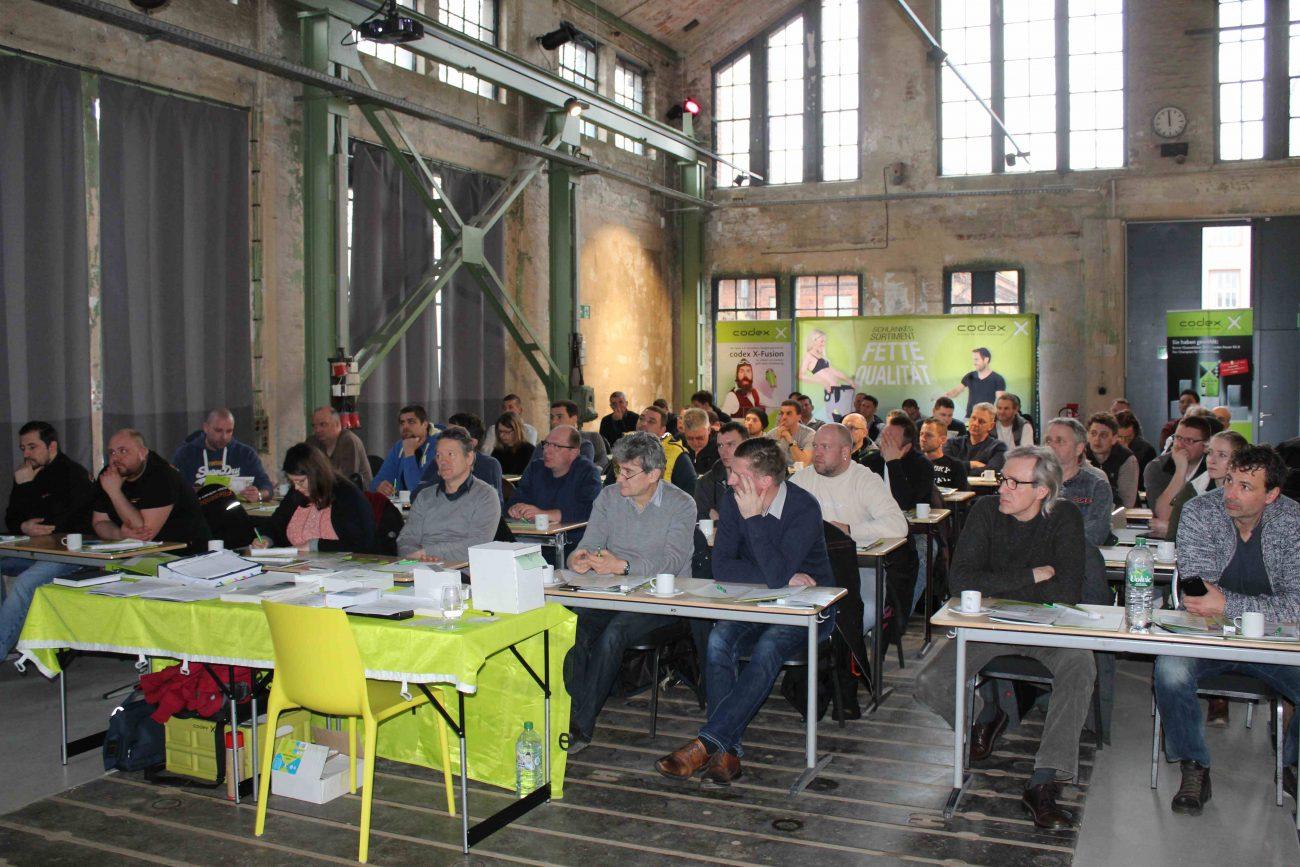 120 fliesenleger bei den berliner fliesentagen informationen aus der keramik und - Stundenlohn fliesenleger 2018 ...